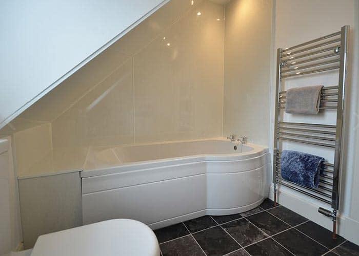Redhill-Farmhouse-Upstairs-Bathroom